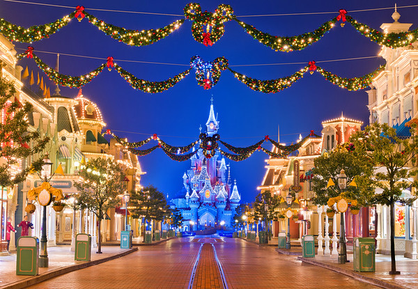 Disneyland Resort ParisDisneyland ParisMain StreetDisneyland Paris was absolutely beautiful during our Christmas 2012 visit, especially Main Street... Read more: http://www.disneytouristblog.com/disneyland-paris-main-street-at-christmas/