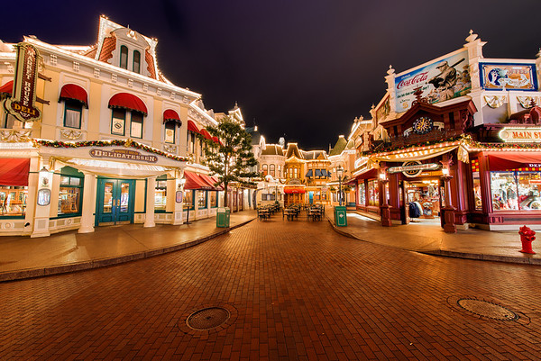 Main Street at Disneyland Paris is so gorgeous! Get caught up on our Disneyland Paris Trip Report before the next installment! https://www.disneytouristblog.com/disneyland-paris-2012-trip-report/