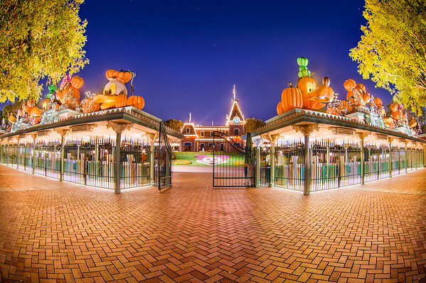 image gallery halloween at disneyland california - When Does Disneyland Decorate For Halloween