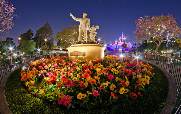 Want to plan the perfect Disneyland visit? Here are 101 of our BEST tips! http://www.disneytouristblog.com/101-best-disneyland-tips/