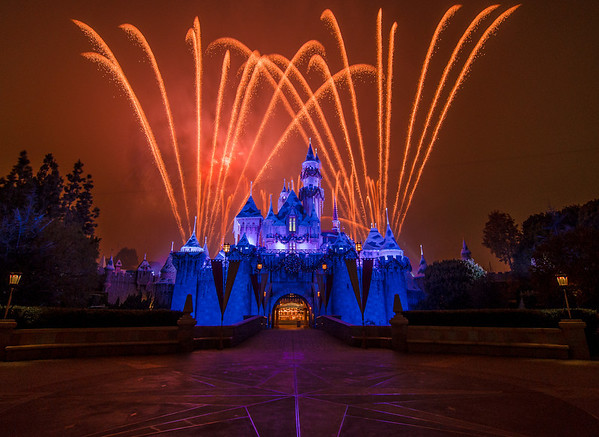 The #1 spot to watch the Disneyland fireworks. Read more: http://www.disneytouristblog.com/disneyland-fireworks-best-views/