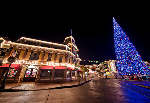 Photo of Christmas in Disneyland from our 2011 Disneyland Christmas trip report. See the rest: https://www.disneytouristblog.com/christmas-disneyland-disney-world-2011-trip-report/