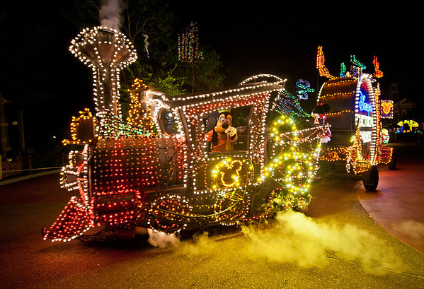 Goofy drives a train in the Main Street Electrical Parade in the Magic Kingdom! For more MSEP photos, visit: http://www.disneytouristblog.com/main-street-electrical-parade-disney-world-photos/
