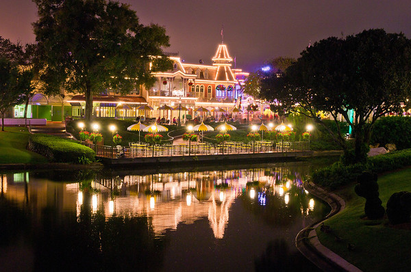 The Plaza Restaurant as seen from the Tomorrowland bridge. It may come as a surprise, but we aren't fans of the Plaza. Here's our review: http://www.disneytouristblog.com/plaza-restaurant-review/