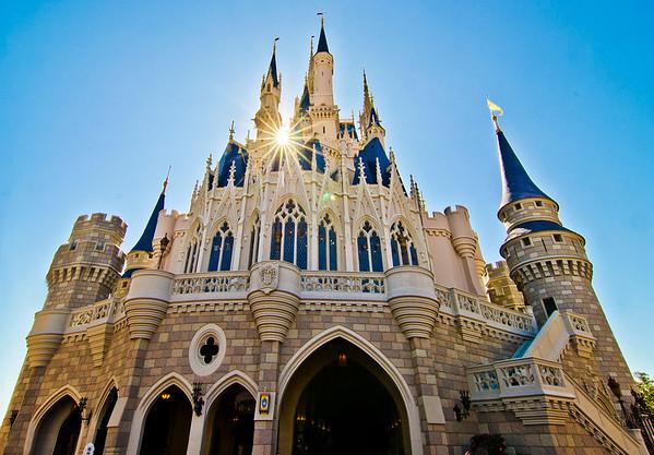 Just below that sunburst is the Cinderella Castle Suite! Our Cinderella Castle Suite photo tour: www.disneytouristblog.com/cinderella-castle-suite-tour-photos/