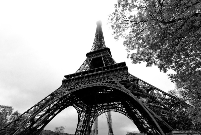 For this photo i did elect to go black and white it was a mostly overcast day with cloud cover obscuring the top of the eiffel tower so the conditions