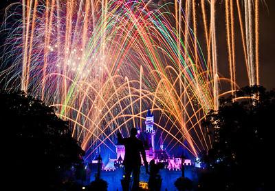 Best Disneyland Fireworks Spots: http://www.disneytouristblog.com/disneyland-fireworks-best-views/